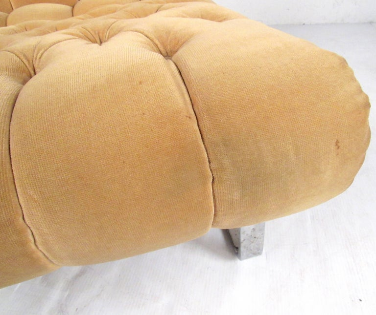 Pair of Italian Modern Slipper Lounge Chairs For Sale 7