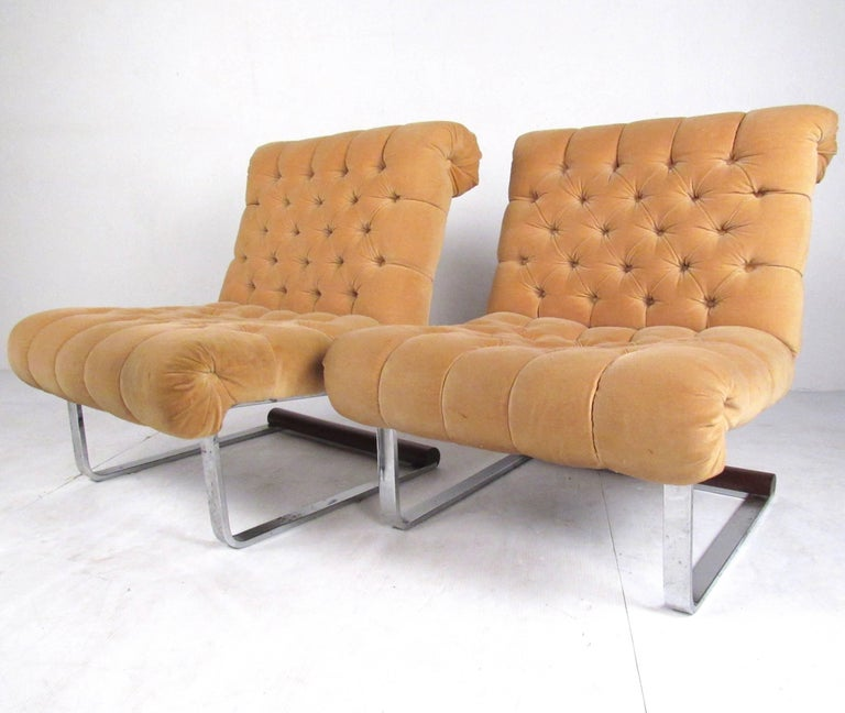 Pair of Italian Modern Slipper Lounge Chairs In Good Condition For Sale In Brooklyn, NY