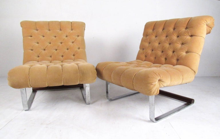 Mid-20th Century Pair of Italian Modern Slipper Lounge Chairs For Sale