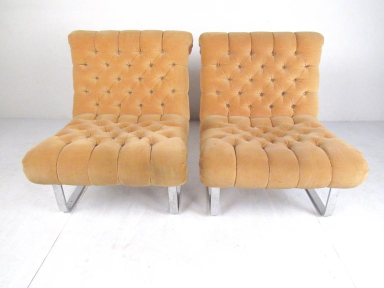 Metal Pair of Italian Modern Slipper Lounge Chairs For Sale