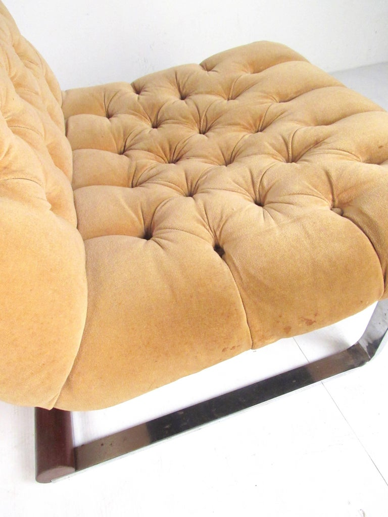 Pair of Italian Modern Slipper Lounge Chairs For Sale 2