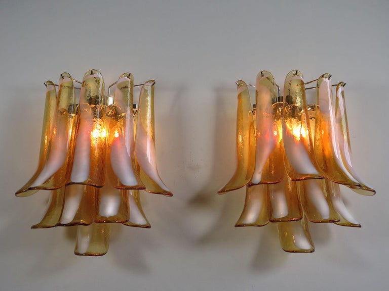 Pair of Italian Petal Murano sconces, Mazzega Style In Excellent Condition In Budapest, HU