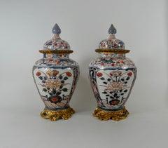 Pair Japanese Imari porcelain vases and covers, c. 1690. Genroku Period.