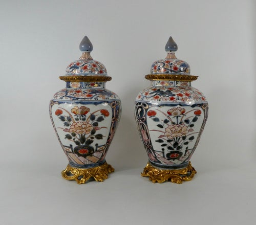 Pair Japanese Imari porcelain vases and covers, c. 1690. Genroku Period.