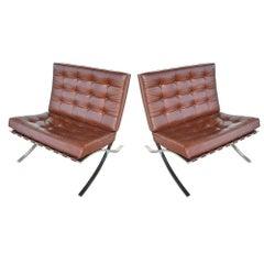 Zwei Knoll Barcelona Edelstahl Loungesessel von Mies Van Der Rohe