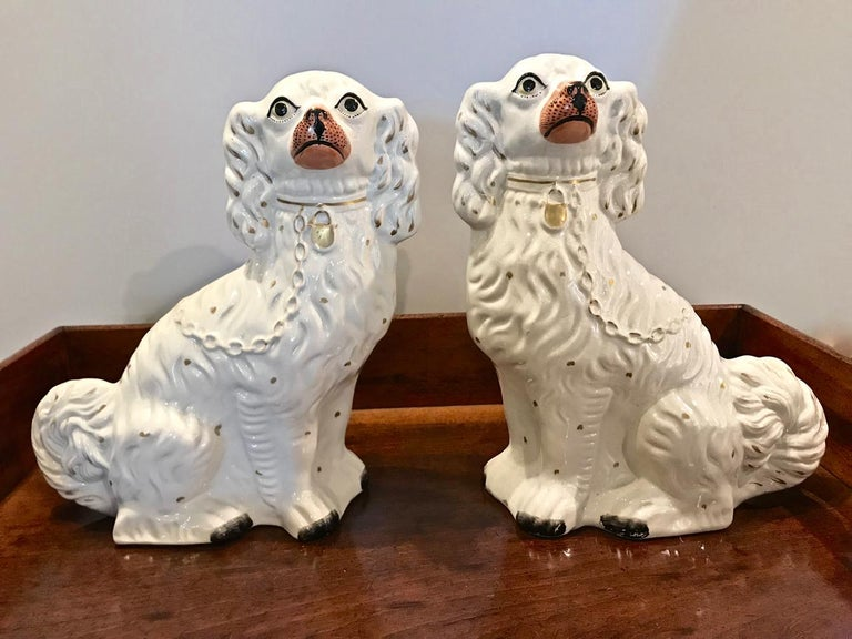 Pair of Large Staffordshire Spaniels, circa 1870 For Sale 4