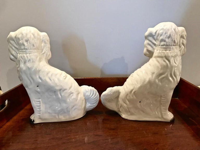 Pair of Large Staffordshire Spaniels, circa 1870 In Good Condition For Sale In Pasadena, CA