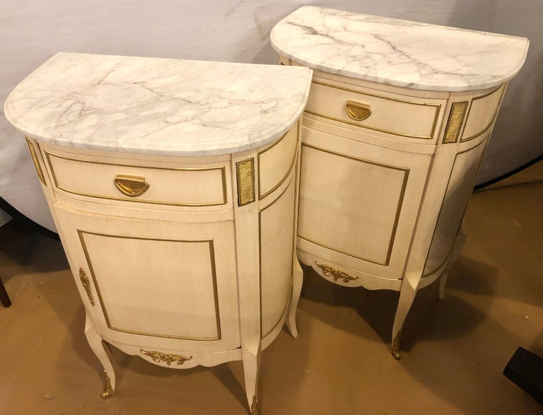 Louis XV Style Demilune Painted & Bronze Mounted End Tables or Nightstands, Pair In Good Condition For Sale In Stamford, CT