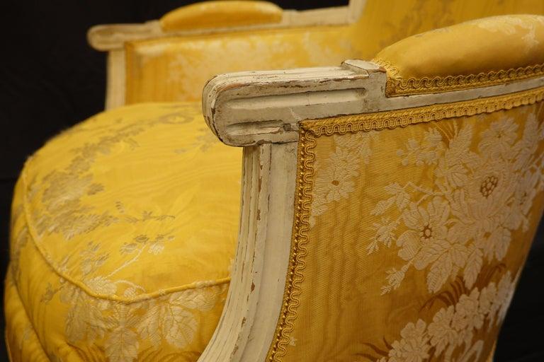 Pair of Louis XVI Period Bergères in Yellow Silk Lampas Fabric For Sale 3