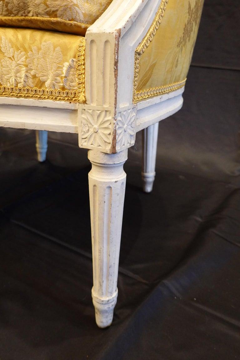 Pair of Louis XVI Period Bergères in Yellow Silk Lampas Fabric For Sale 4