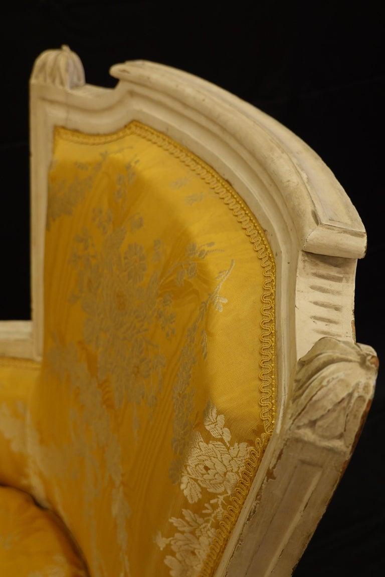 Pair of Louis XVI Period Bergères in Yellow Silk Lampas Fabric For Sale 5