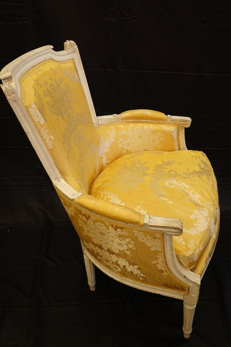 Pair of Louis XVI Period Bergères in Yellow Silk Lampas Fabric For Sale 1
