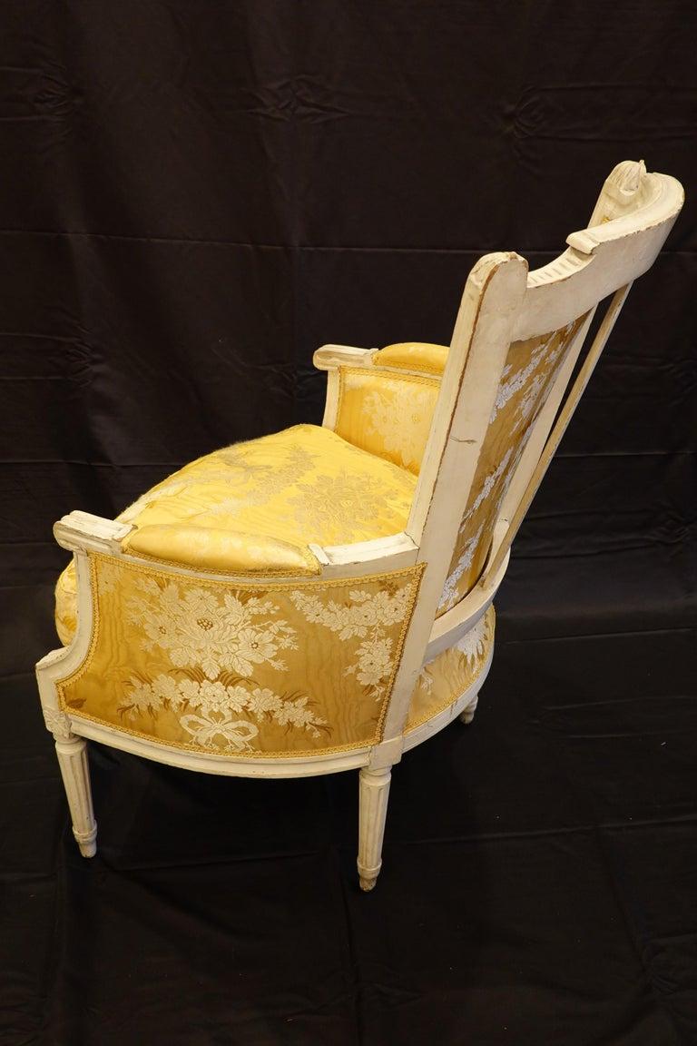 Pair of Louis XVI Period Bergères in Yellow Silk Lampas Fabric For Sale 2