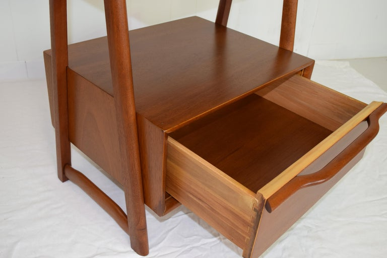 Pair of Mahogany Night Stands or End Table by Hickory Manufacturing For Sale 4