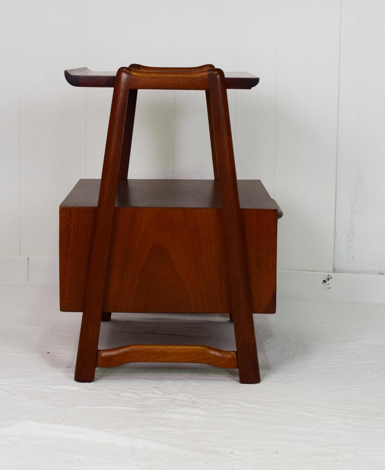 Pair of Mahogany Night Stands or End Table by Hickory Manufacturing For Sale 5