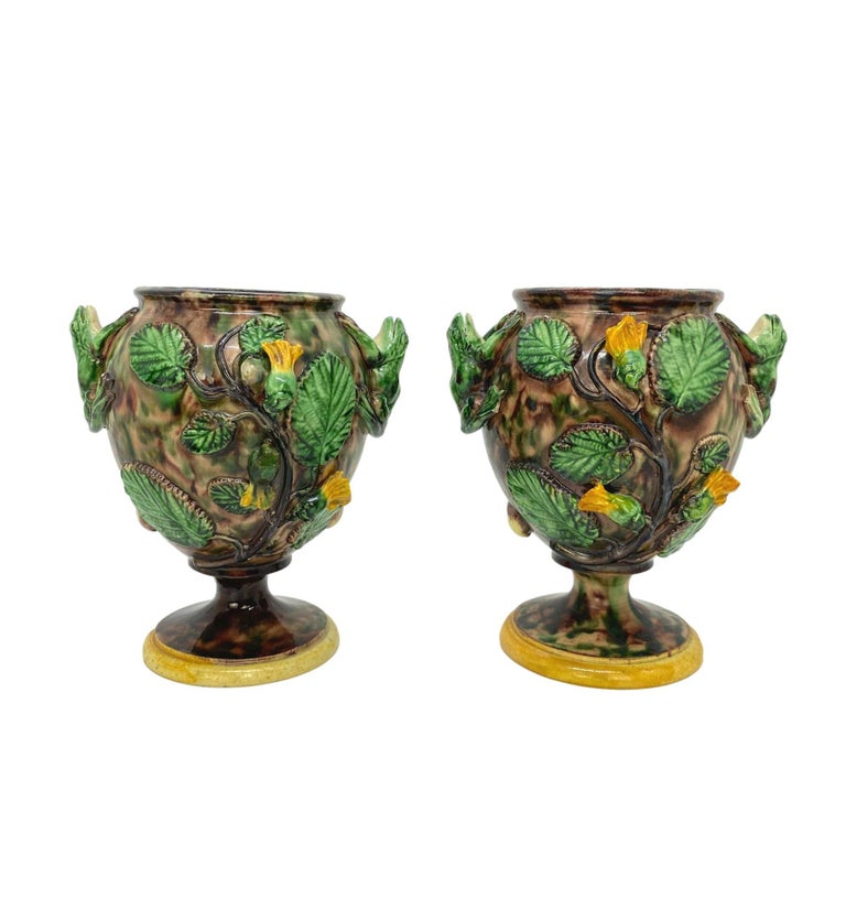 Victorian Pair of Majolica Palissy Ware Vases with Frogs, Thomas Sergent French circa 1885 For Sale