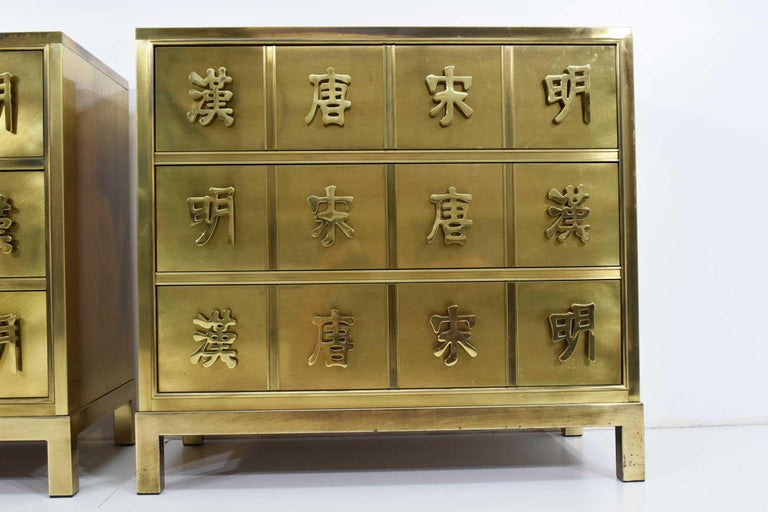 Pair Mastercraft Commode Nightstands Chests Brass Veneer Depicting Four Dynastys In Good Condition For Sale In Dallas, TX