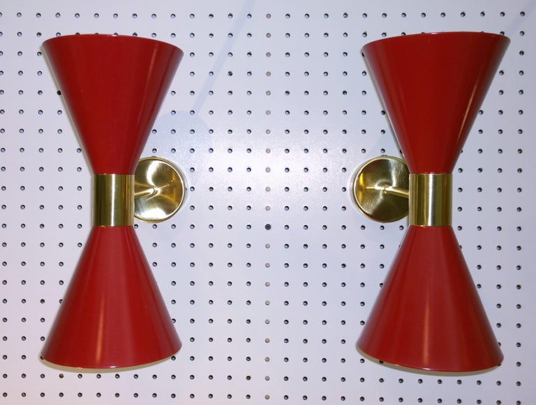 Mid-Century Modern Pair of Stilnovo Red and White Enameled Aluminum with Brass Accents Sconces For Sale