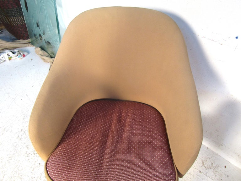 Upholstery Pair of Mid-Century Modern Lawsonia Armchairs For Sale