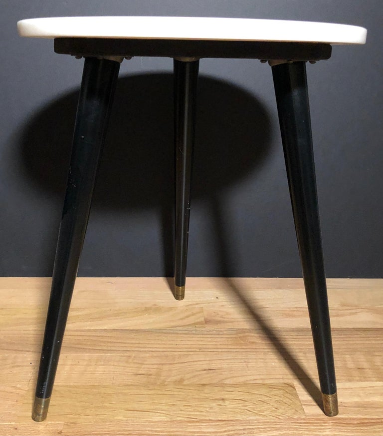 Pair of Mid-Century Modern Round Marble-Top Side Tables In Good Condition For Sale In Norwood, NJ