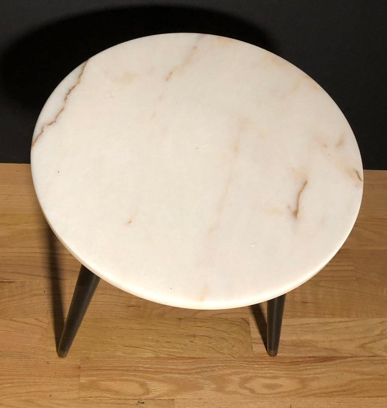 20th Century Pair of Mid-Century Modern Round Marble-Top Side Tables For Sale