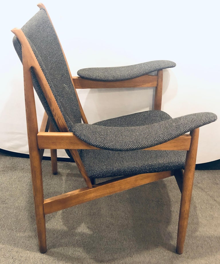 Fabric Pair of Mid-Century Modern Sleek & Stylish Arm Chairs with Ottomans For Sale
