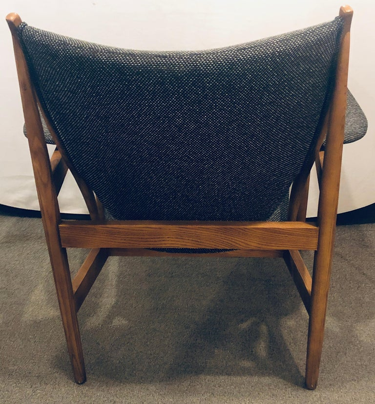 Pair of Mid-Century Modern Sleek & Stylish Arm Chairs with Ottomans For Sale 1