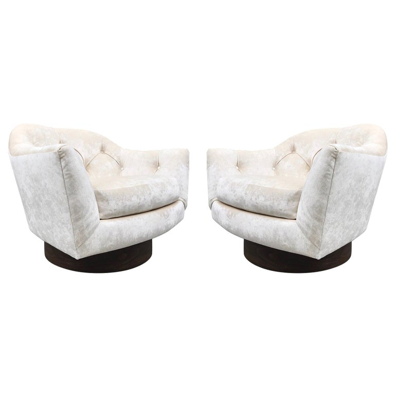 Pair of Mid-Century Modern Swivel Lounge Chairs For Sale