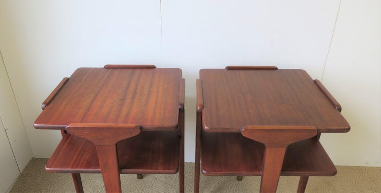 Pair Midcentury End or Night Stand Tables For Sale 4