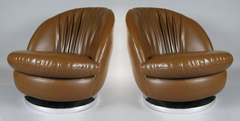 Mid-Century Modern Pair of Milo Baughman Brown Tilt and Swivel Lounge Chairs