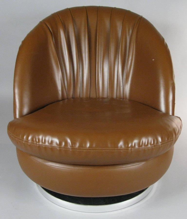 Pair of Milo Baughman Brown Tilt and Swivel Lounge Chairs In Good Condition In Dallas, TX