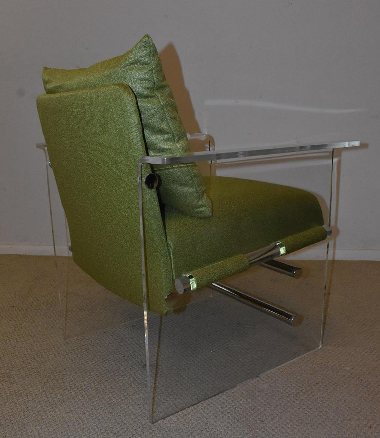 North American Pair of Modern Lucite And Chrome Club Chairs by Pace For Sale