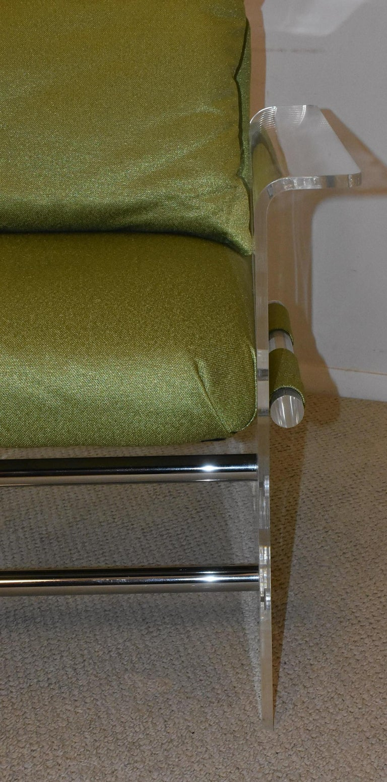 20th Century Pair of Modern Lucite And Chrome Club Chairs by Pace For Sale