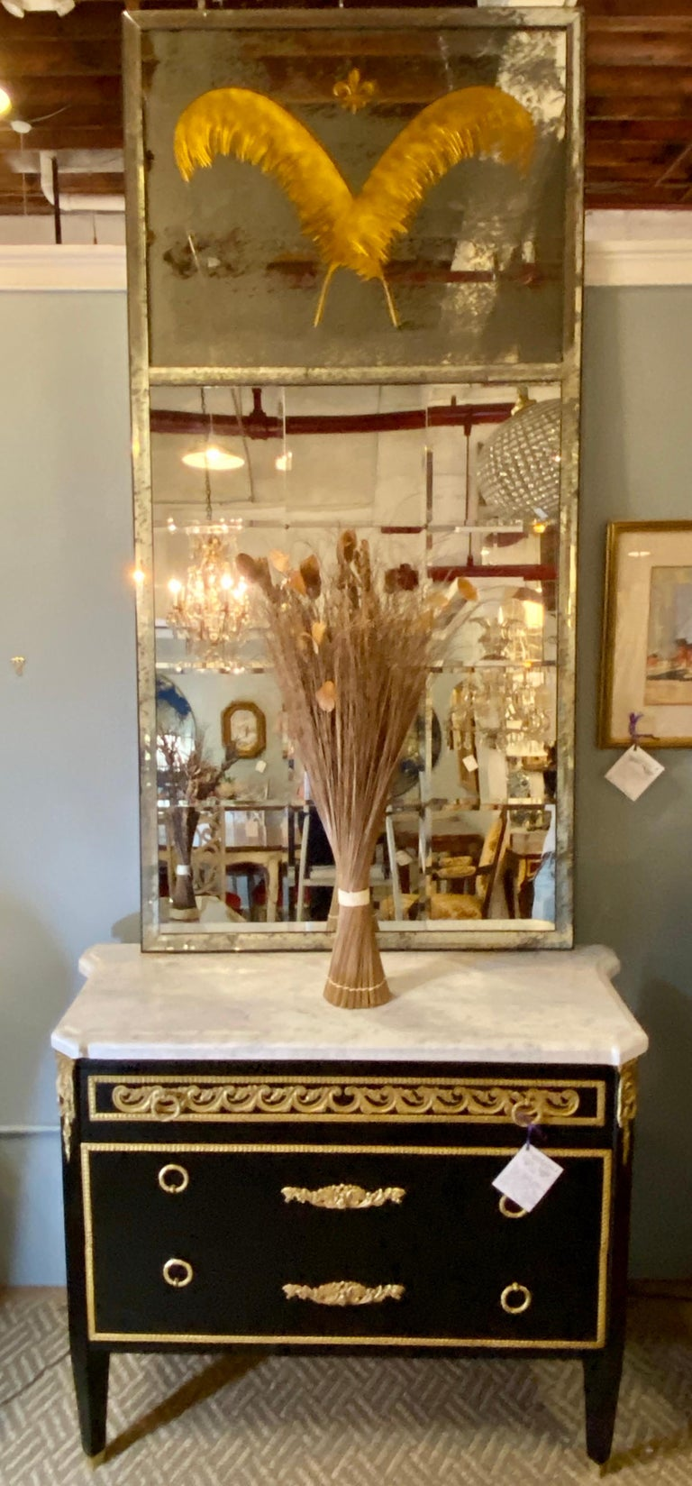 Pair Monumental Hollywood Regency Eglomise Feathers with Fleur De Lis Engravings In Good Condition For Sale In Stamford, CT