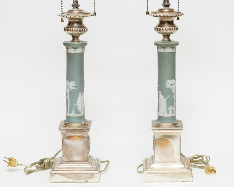Pair of Neoclassical Jasperware Porcelain and Silver Gilt Metal Table Lamps In Good Condition For Sale In New York, NY