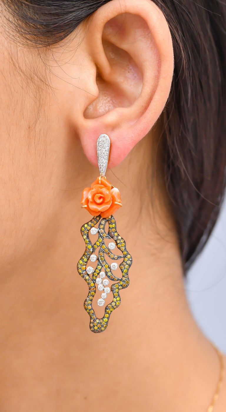 Pair of 12.05 Carat Carved Coral Fancy Diamonds 18 Karat Gold Earrings In New Condition For Sale In Jaipur, Jaipur