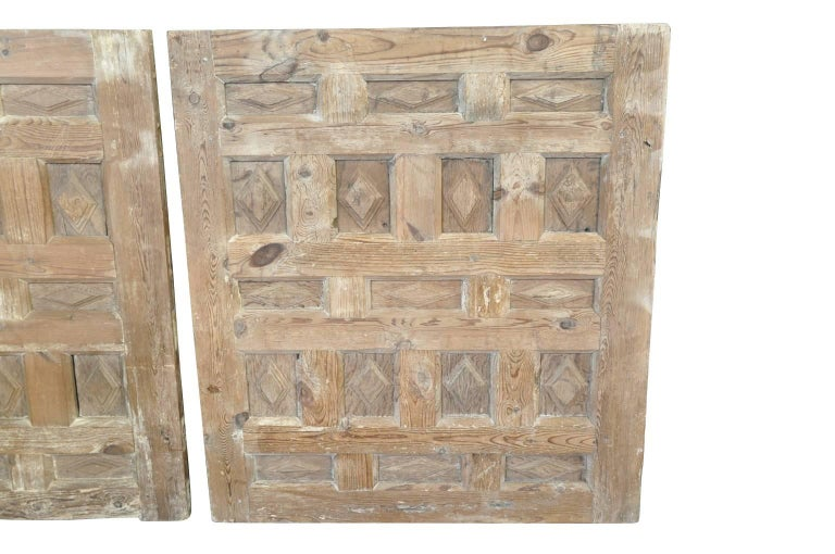 Bleached Pair of 17th Century Spanish Carved Panels For Sale