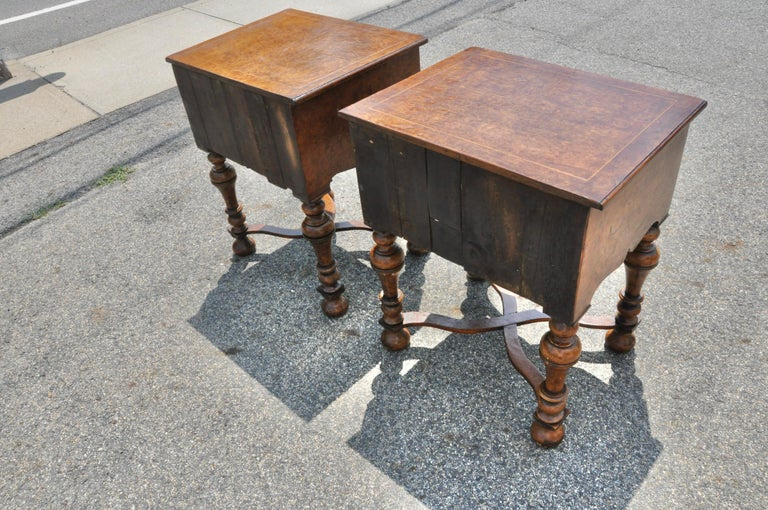 Pair of 17th Century Style Burl Walnut End Tables In Good Condition For Sale In Essex, MA