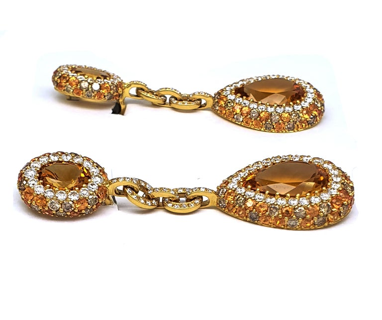 Pear Cut Pair of 18K Yellow Gold Earrings 'Pendant' 20.96 Ct Citrine Corunds and Diamonds For Sale