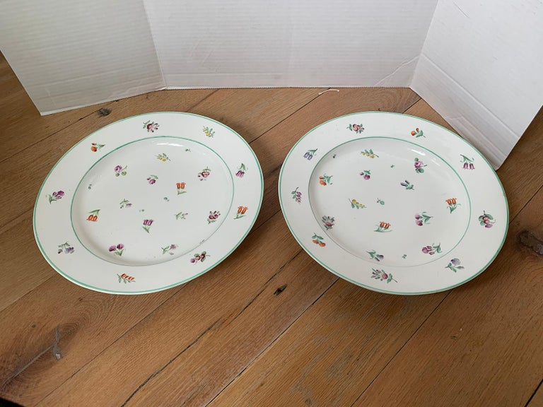 18th Century and Earlier Pair of 18th-19th Century French Sprig Pattern Porcelain Chargers, Unmarked For Sale