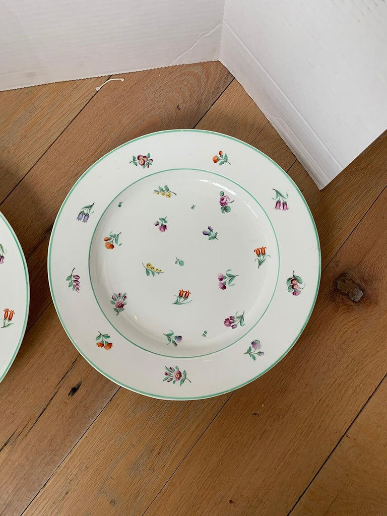 Pair of 18th-19th Century French Sprig Pattern Porcelain Chargers, Unmarked For Sale 1