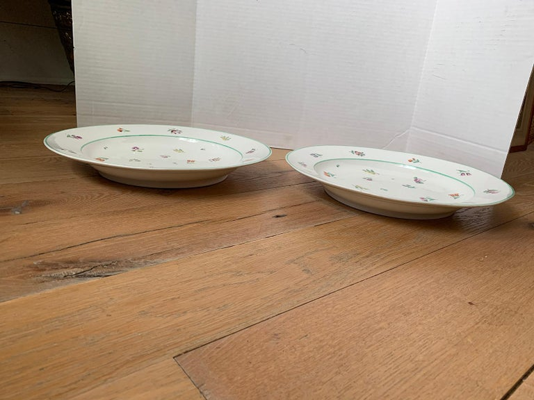 Pair of 18th-19th Century French Sprig Pattern Porcelain Chargers, Unmarked For Sale 3