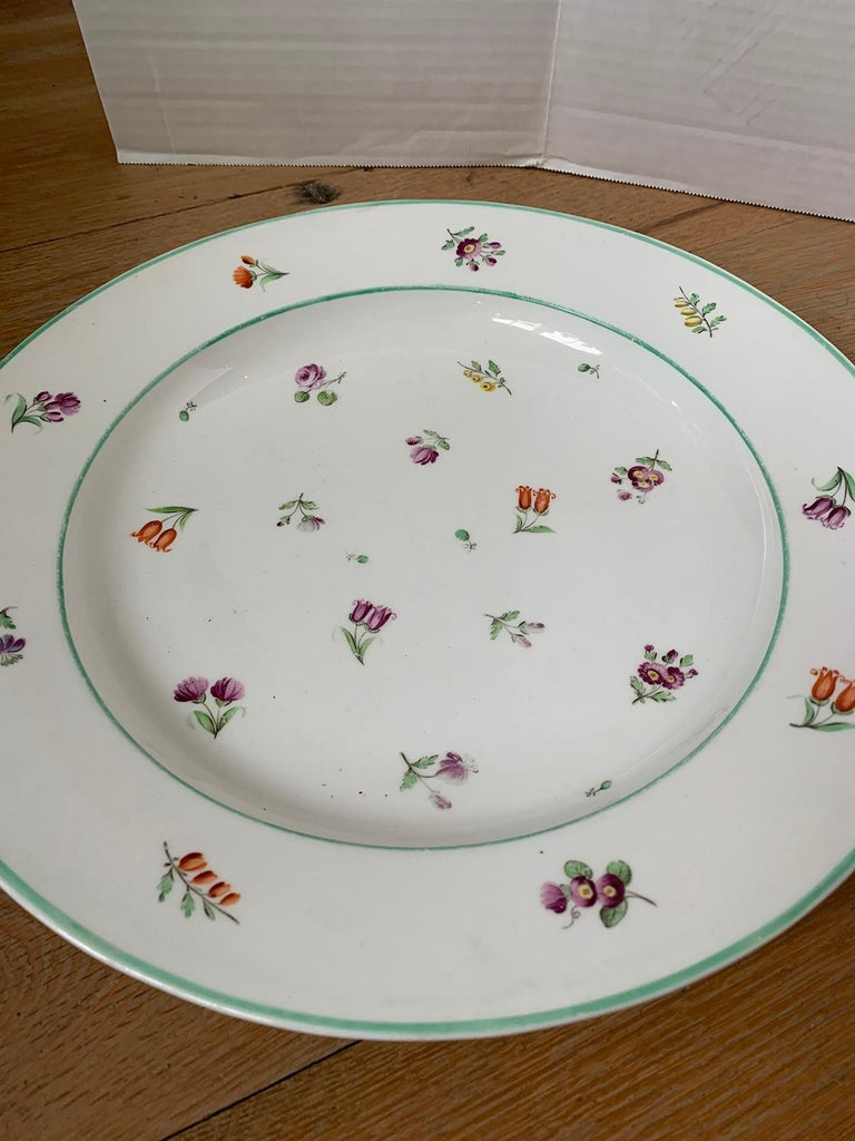 Pair of 18th-19th Century French Sprig Pattern Porcelain Chargers, Unmarked For Sale 4