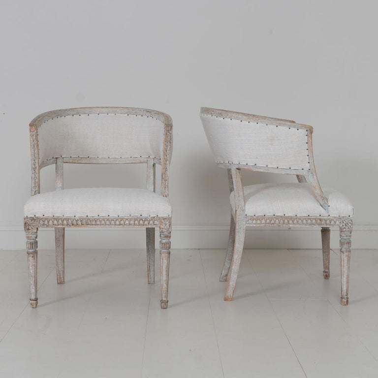 Pair of 18th c. Swedish Gustavian Period Original Paint Sulla Chairs - Set 1 In Excellent Condition For Sale In Wichita, KS