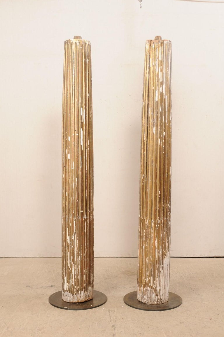 Italian Pair of 18th Century Fluted and Gilded Wood Columns For Sale