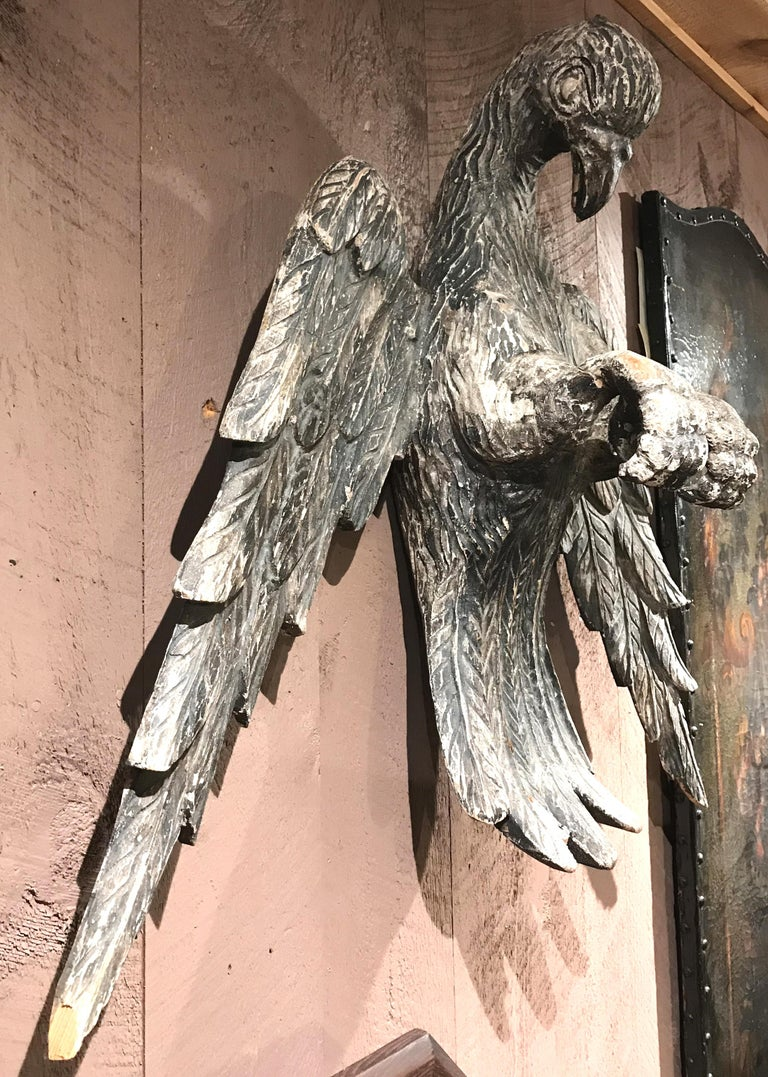 Rustic Pair of 18th Century Continental Carved Wooden Eagles For Sale