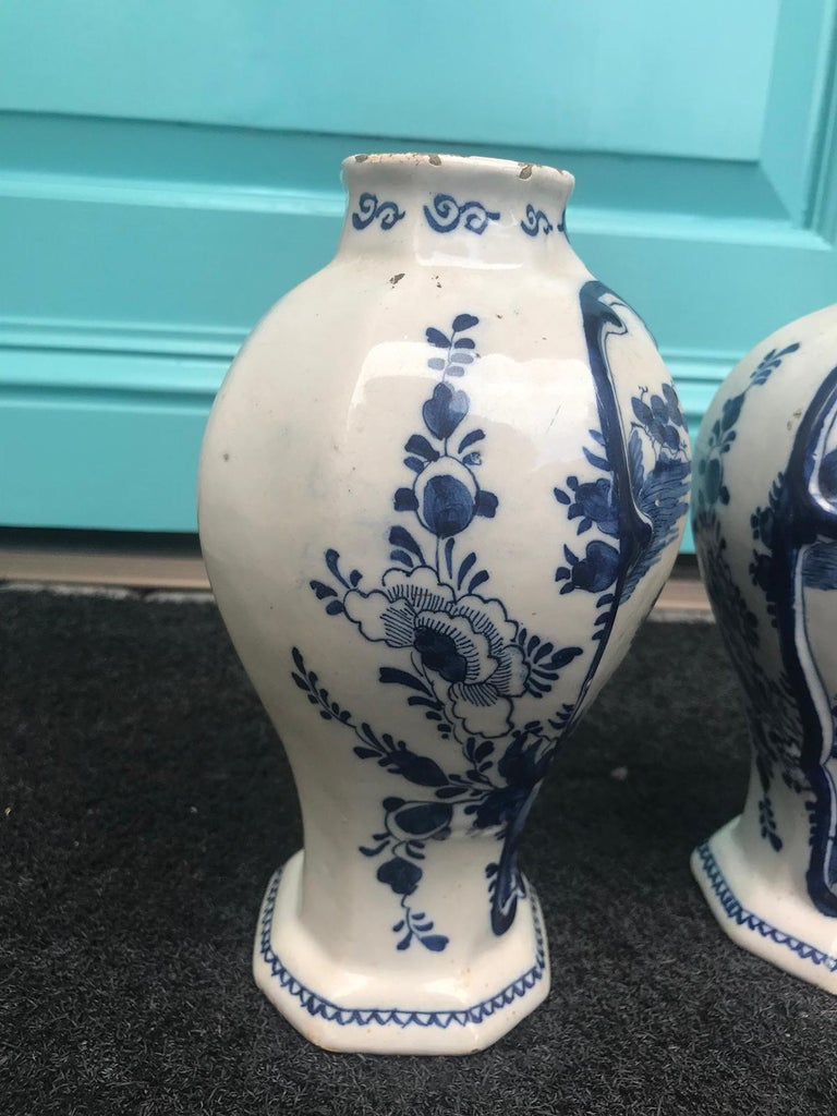 Pair of 18th Century Delft Urns, Signed For Sale 3