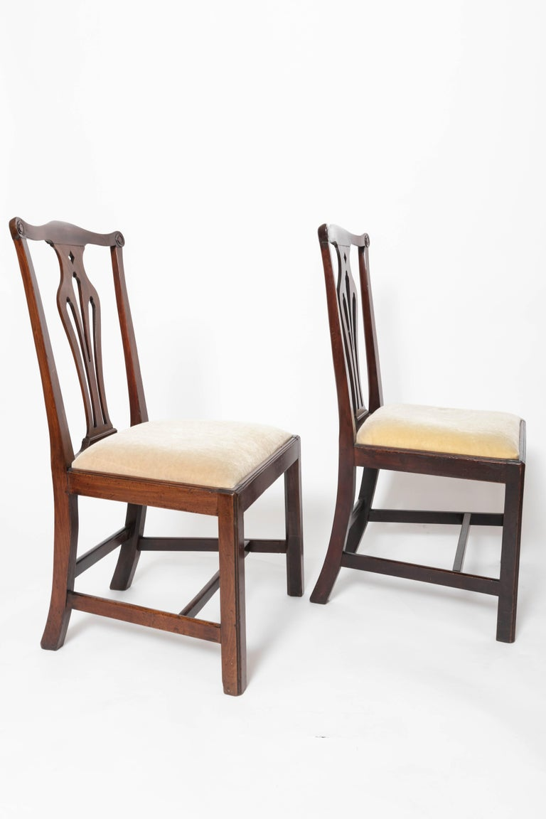 Hand-Crafted Pair of 18th Century George III Mahogany Side Chairs For Sale