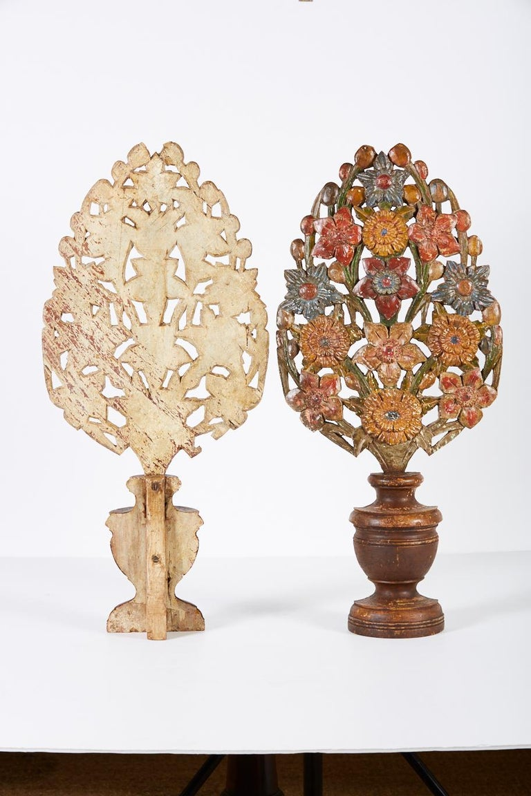 Spanish Pair of 18th Century Hand Carved Polychrome Floral Garnitures For Sale