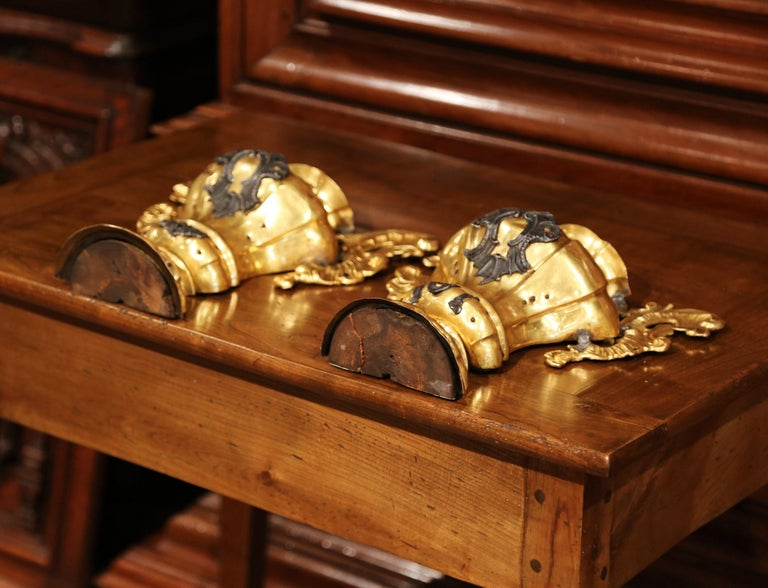 Pair of 18th Century Italian Carved Giltwood and Brass Altar Ornament Vessels In Excellent Condition For Sale In Dallas, TX